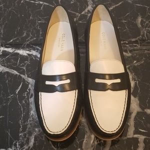 🏴‍☠️*Cole Haan* Black and white loafers